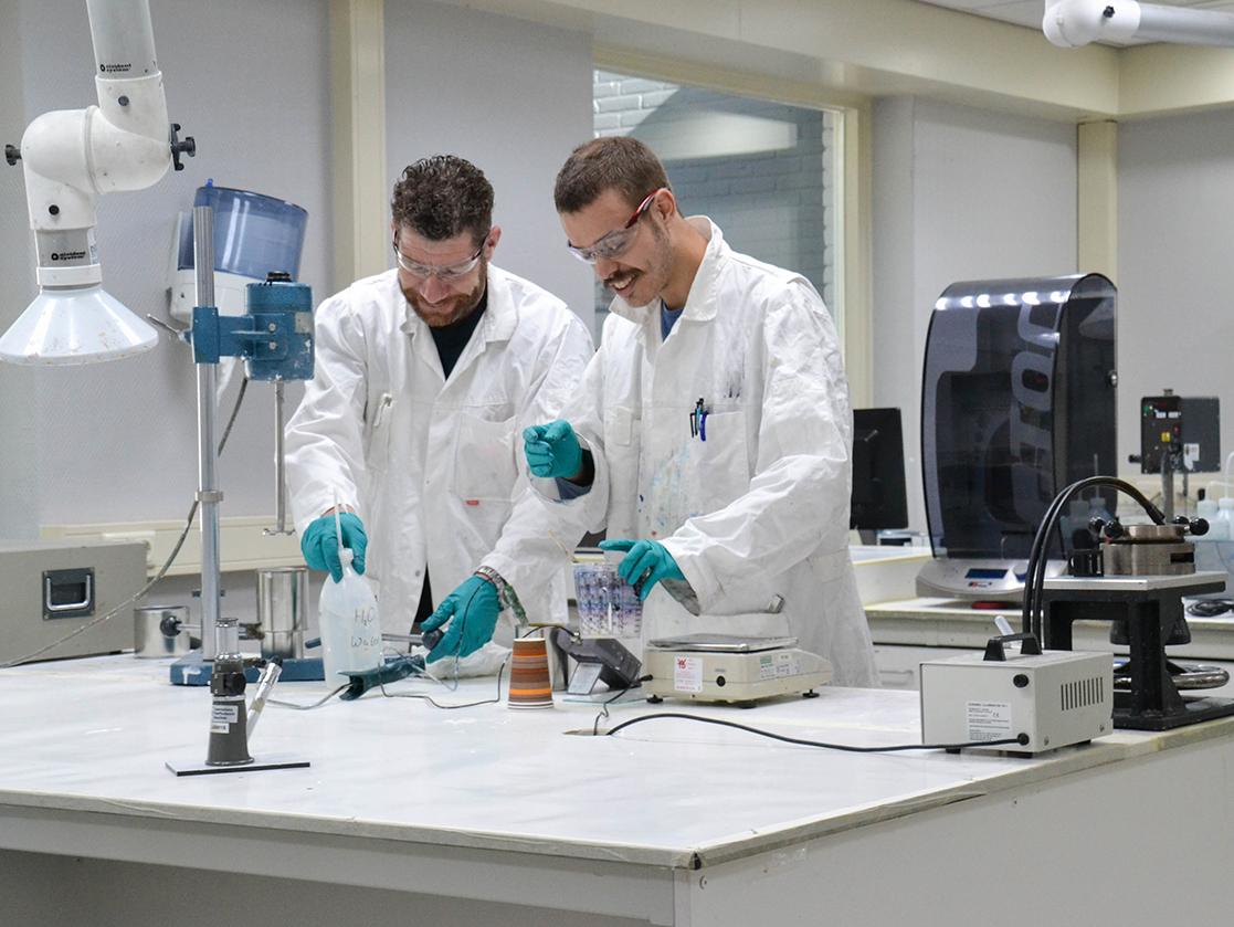 chemishe deskundigen bij Anker Stuy